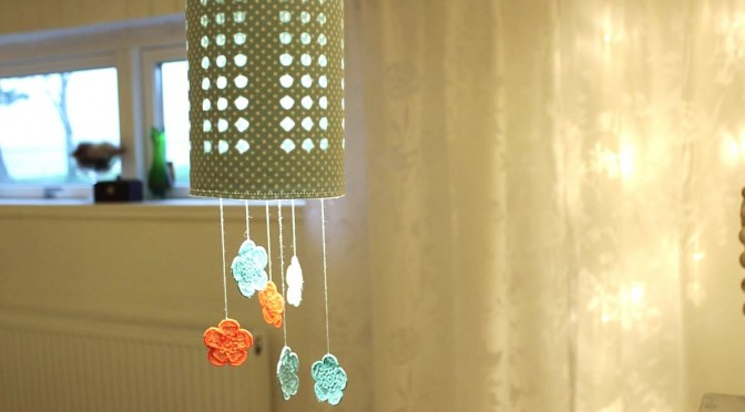 Lampeskjerm av IKEA-boks