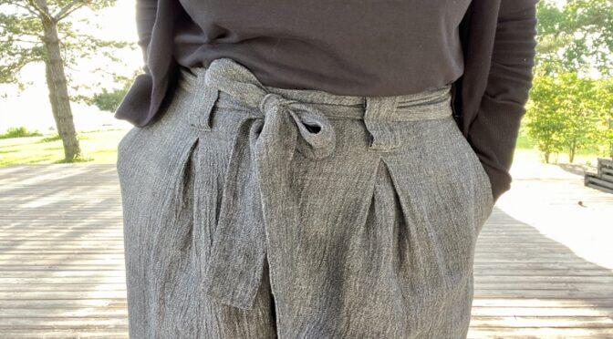 Bukser i lin med vide ben